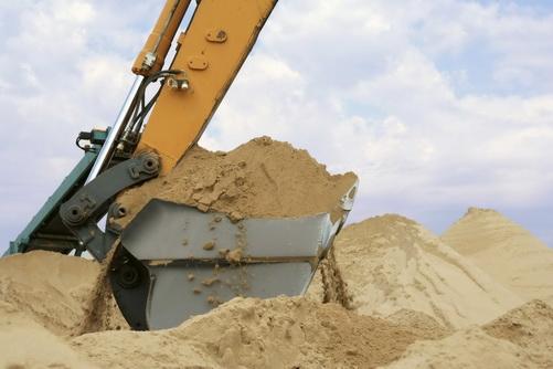 Загрузка строительного песка